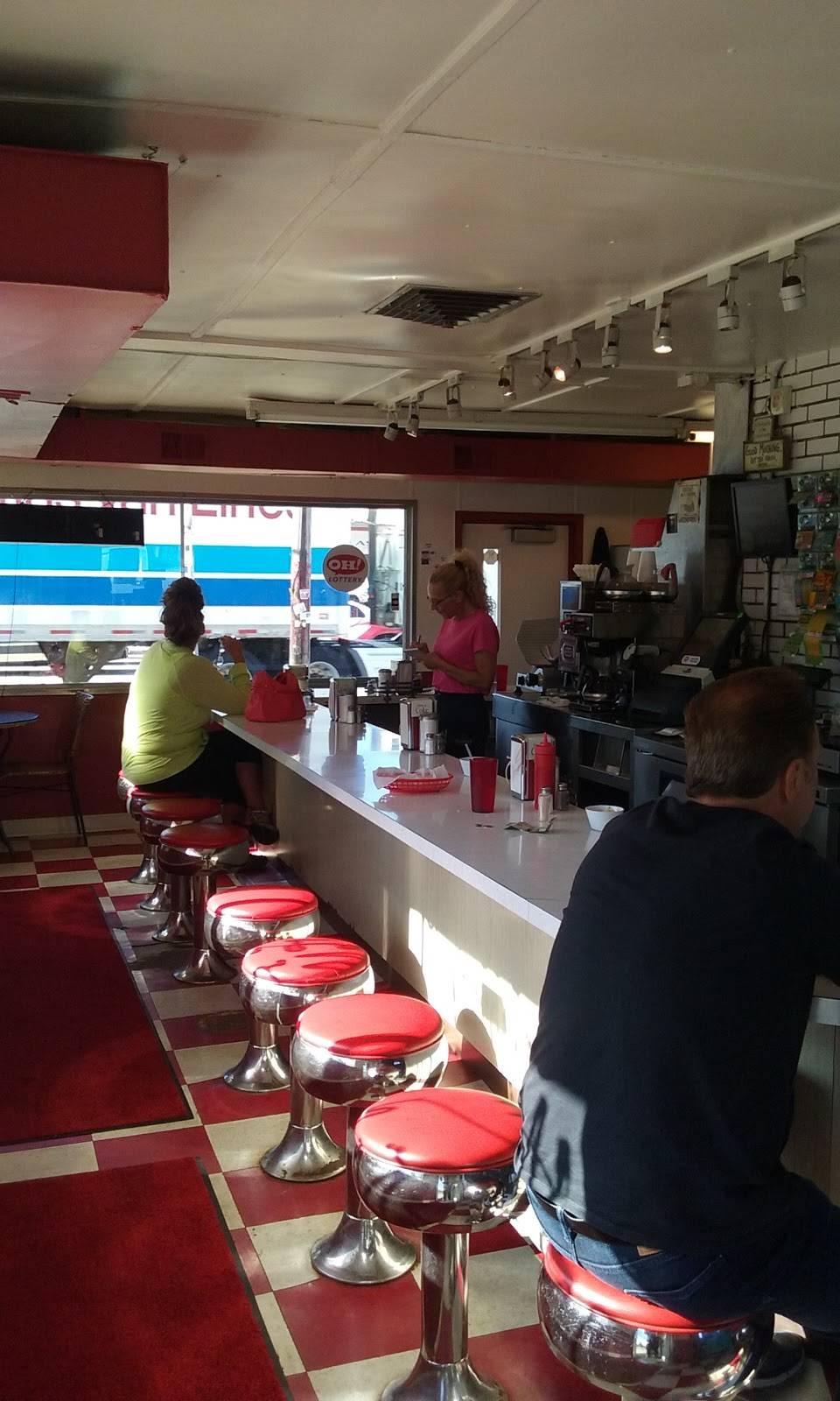 Charlie's Dog House Diner   restaurant   2102 Brookpark Rd, Cleveland, OH 44134, USA   2166614873 OR +1 216-661-4873