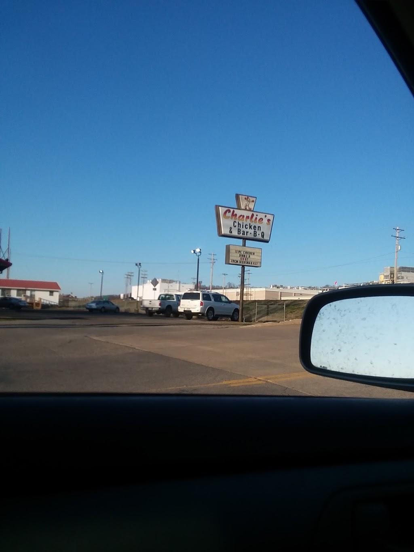 Charlies Chicken & Bar-B-Que | restaurant | 11 W Walnut St, Stilwell, OK 74960, USA | 9186963773 OR +1 918-696-3773