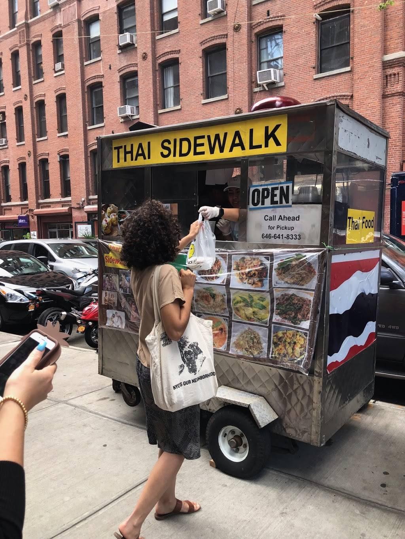 Thai sidewalk   restaurant   Jay st and, Front St, Brooklyn, NY 11201, USA   6466418333 OR +1 646-641-8333