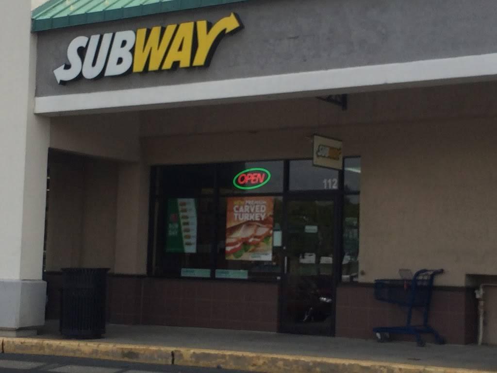 Subway Restaurants | restaurant | 112 Park Avenue Store #4, Shopping Center, Willow Grove, PA 19090, USA | 2157062025 OR +1 215-706-2025