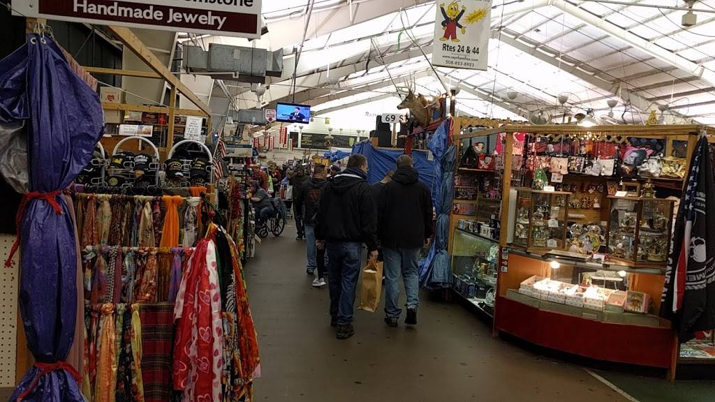 Raynham Flea Market | shopping mall | 480 S St W, Raynham, MA 02767, USA | 5088238923 OR +1 508-823-8923