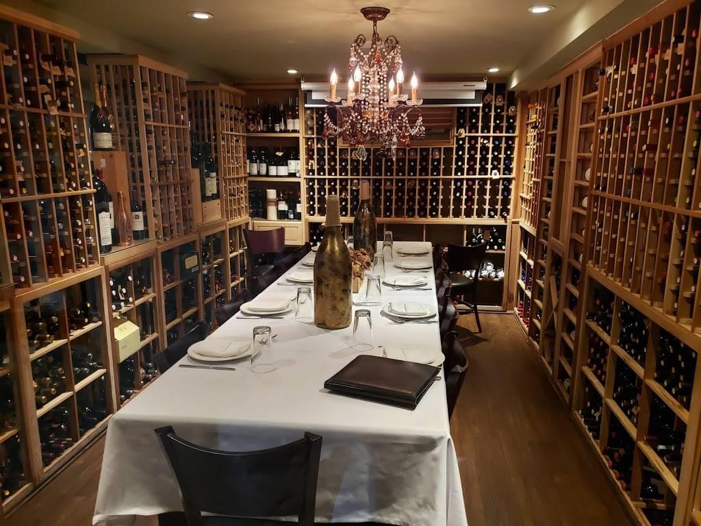 Patricias | restaurant | 1082 Morris Park Ave, Bronx, NY 10461, USA | 7184099069 OR +1 718-409-9069