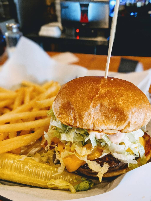 Copper Mug Bar & Grill | restaurant | 1704 E West Maple Rd, Walled Lake, MI 48390, USA | 2486248725 OR +1 248-624-8725