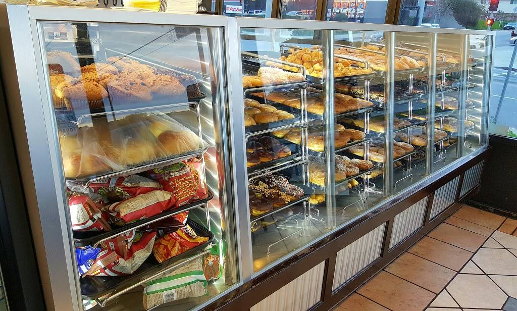 Yum Yum Donuts   cafe   13501 Hubbard St, Sylmar, CA 91342, USA   8183679800 OR +1 818-367-9800