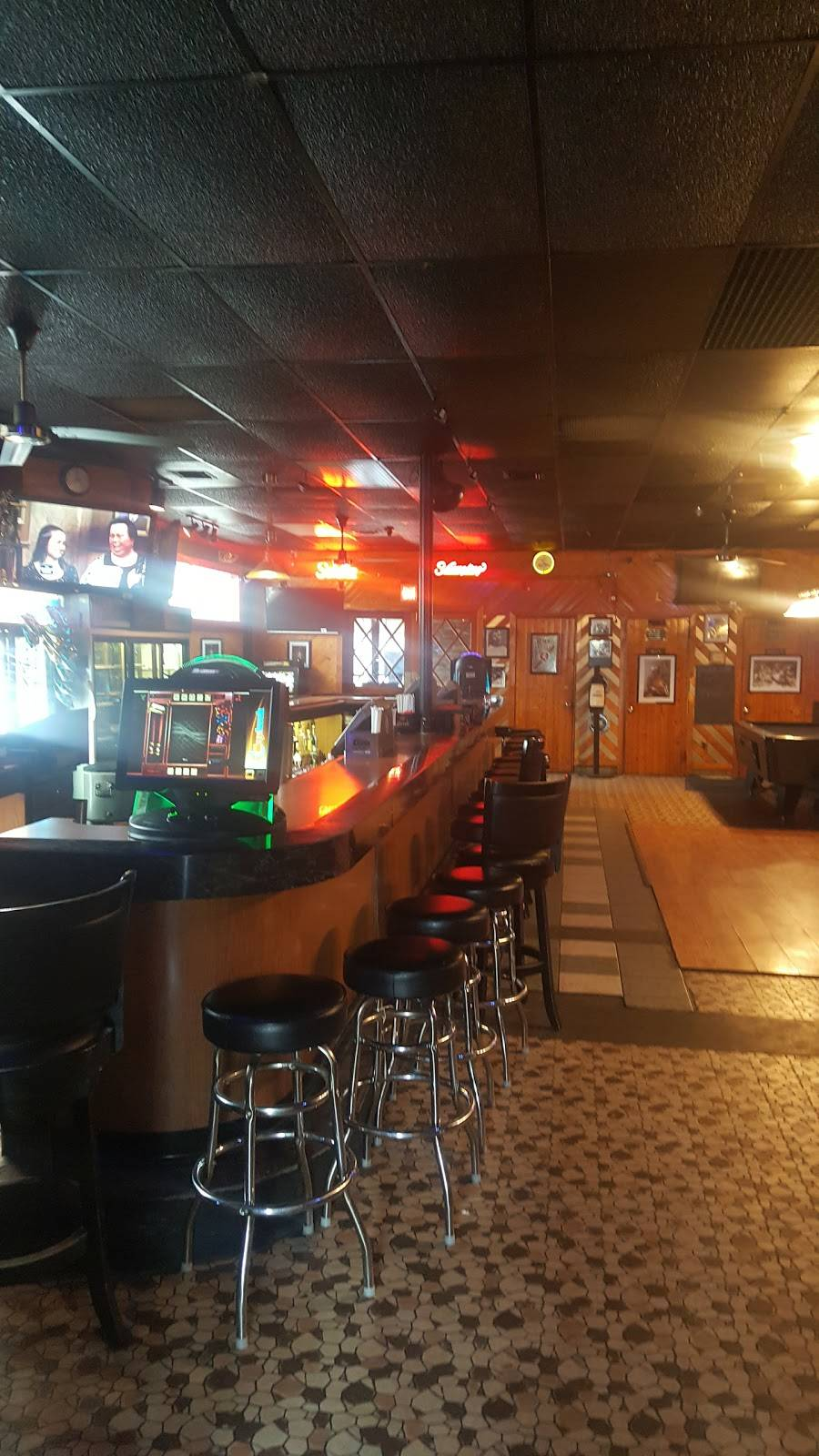 Mikejohnnys Sports Bar   restaurant   98 N 5th St, Darby, PA 19023, USA