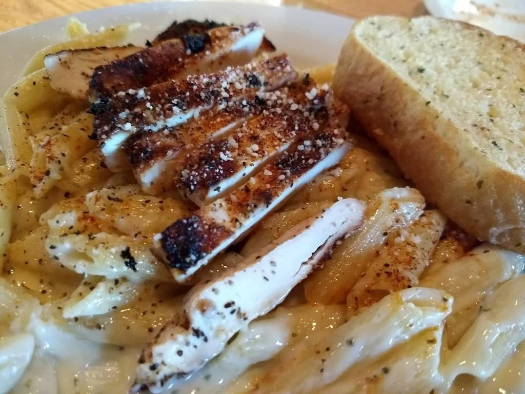 Chilis Grill & Bar | meal takeaway | 800 Riverside Dr, East Peoria, IL 61611, USA | 3096944460 OR +1 309-694-4460