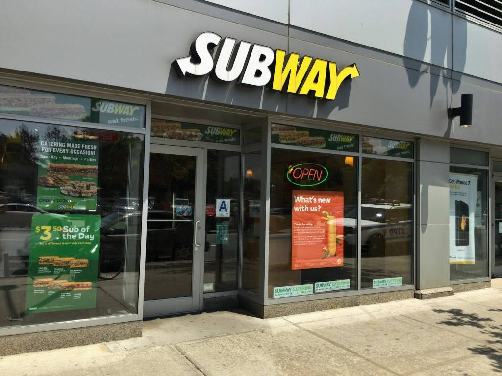 Subway Restaurants | restaurant | 61-01 Junction Blvd, Rego Park, NY 11374, USA | 7182712001 OR +1 718-271-2001