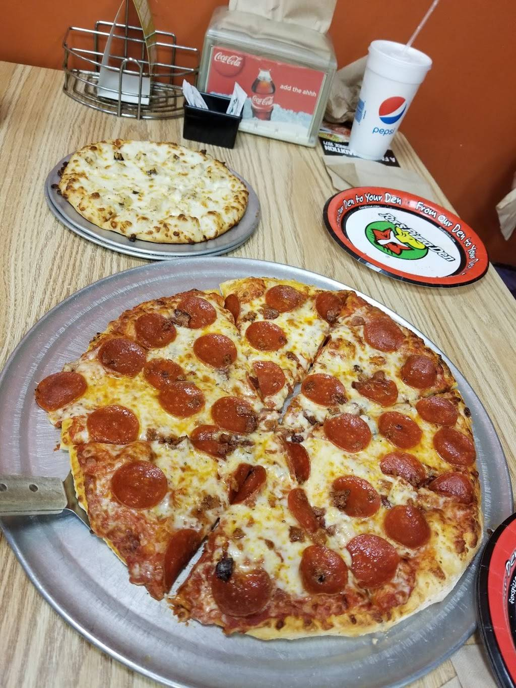 Foxs Pizza Den | restaurant | 5266 Old Hwy 11, Hattiesburg, MS 39402, USA | 6012643690 OR +1 601-264-3690