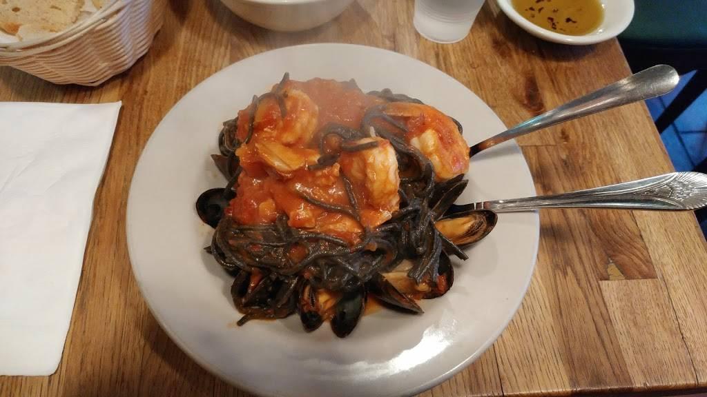 Pepe Rosso To Go | restaurant | 149 Sullivan St # 1, New York, NY 10012, USA | 2126774555 OR +1 212-677-4555