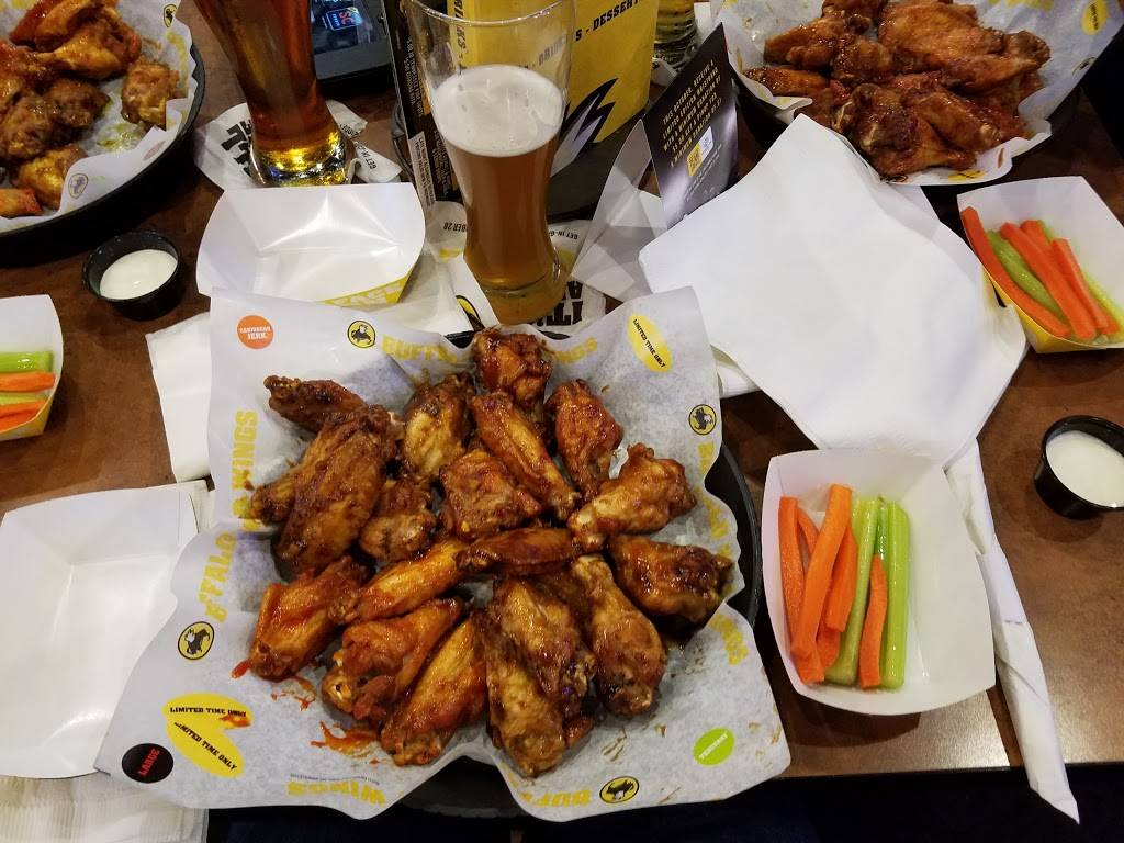 Buffalo Wild Wings | meal takeaway | 2770 Gateway St, Springfield, OR 97477, USA | 5413936606 OR +1 541-393-6606