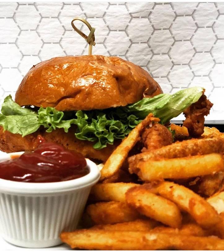 Crown chicken & burger | restaurant | 2962 Fulton St, Brooklyn, NY 11208, USA | 7182350300 OR +1 718-235-0300