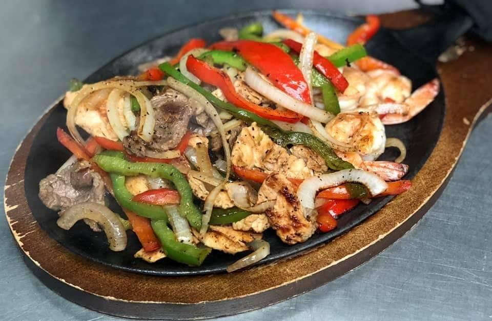 Birria y pupusas las favoritas | restaurant | 377 E Orange Ave, Porterville, CA 93257, USA | 5598457206 OR +1 559-845-7206