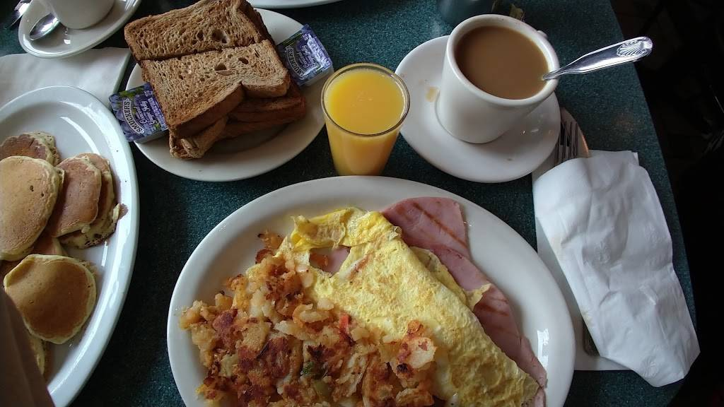 Bedford Cafe | meal takeaway | 1 Bedford Park Blvd, Bronx, NY 10468, USA | 7183653446 OR +1 718-365-3446