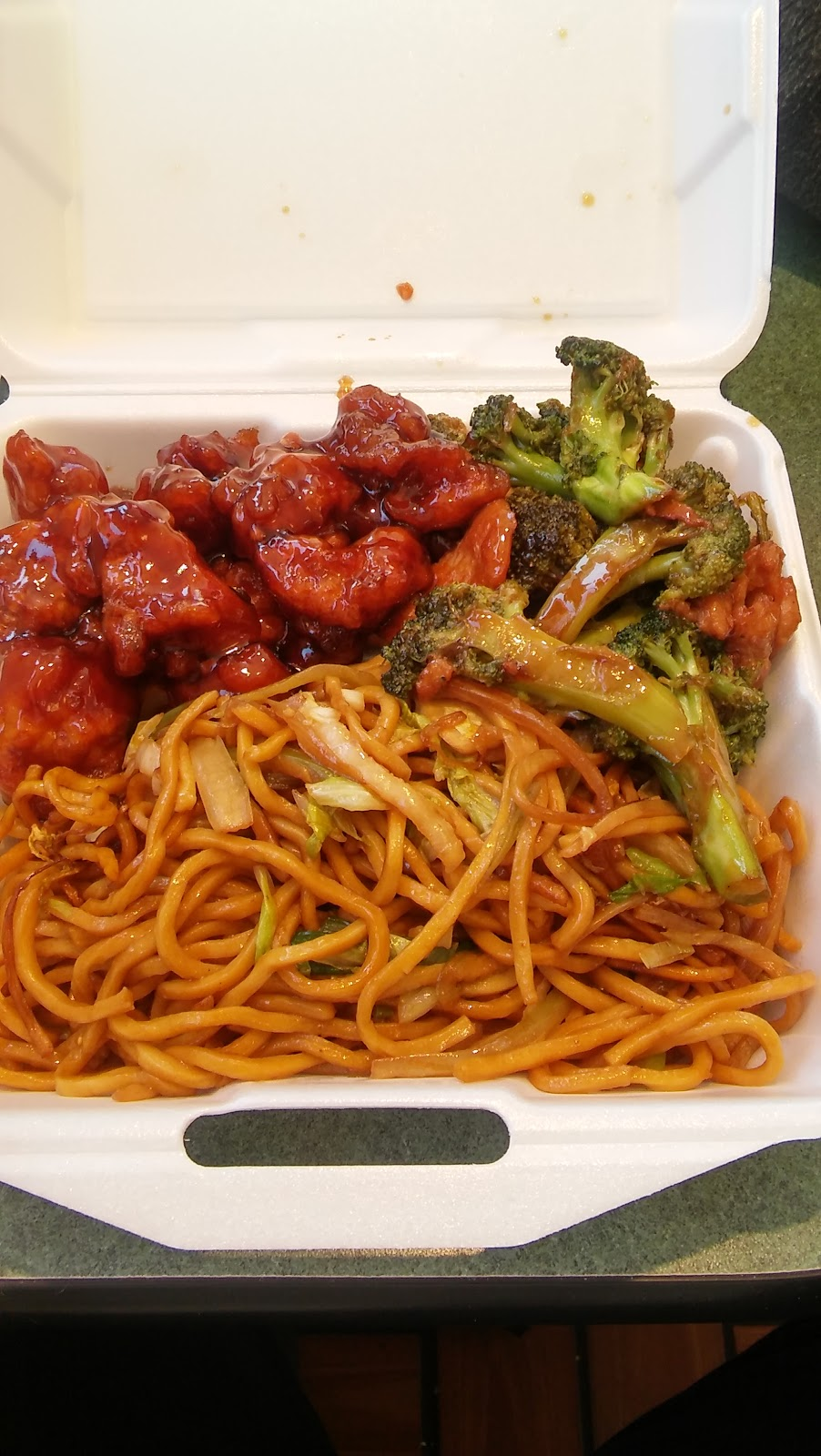 Hes Chinese and Japanese Restaurant | meal delivery | 20 Exchange Blvd, Rochester, NY 14614, USA | 5853253880 OR +1 585-325-3880
