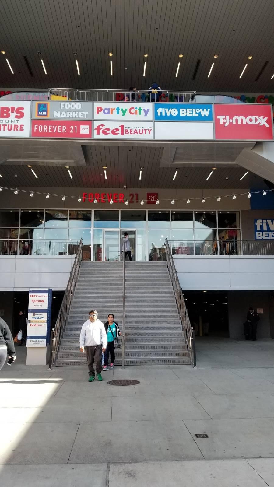 Broadway Plaza | shopping mall | 171 W 230th St, Bronx, NY 10463, USA | 2036355560 OR +1 203-635-5560