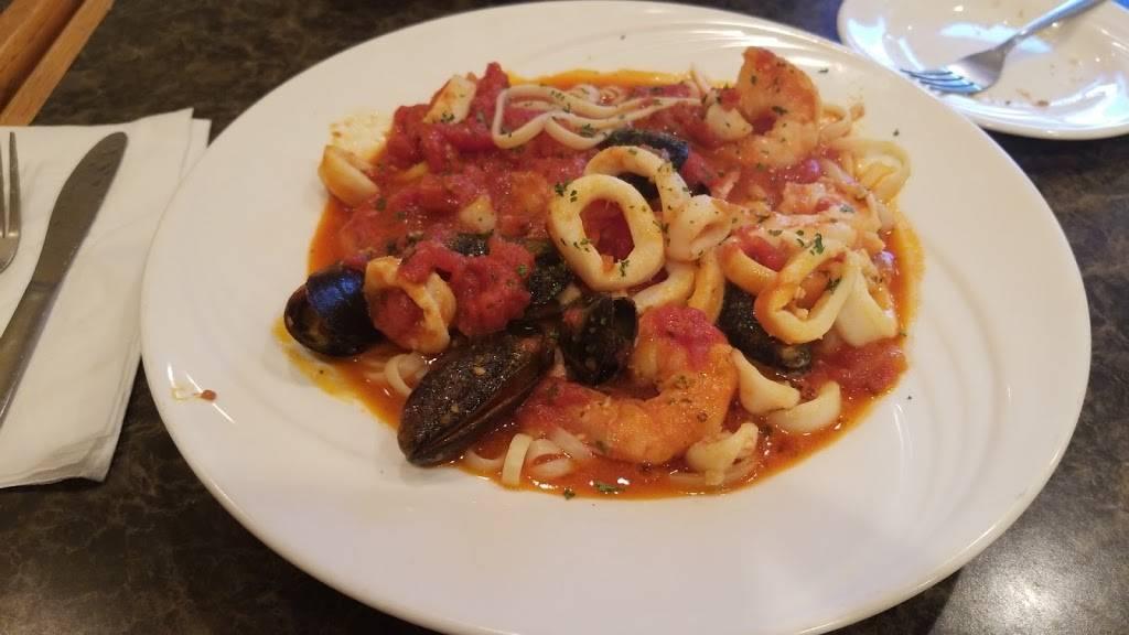 Loveys Pizzeria & Ristorante | restaurant | 211 Boulevard, Hasbrouck Heights, NJ 07604, USA | 2012881606 OR +1 201-288-1606