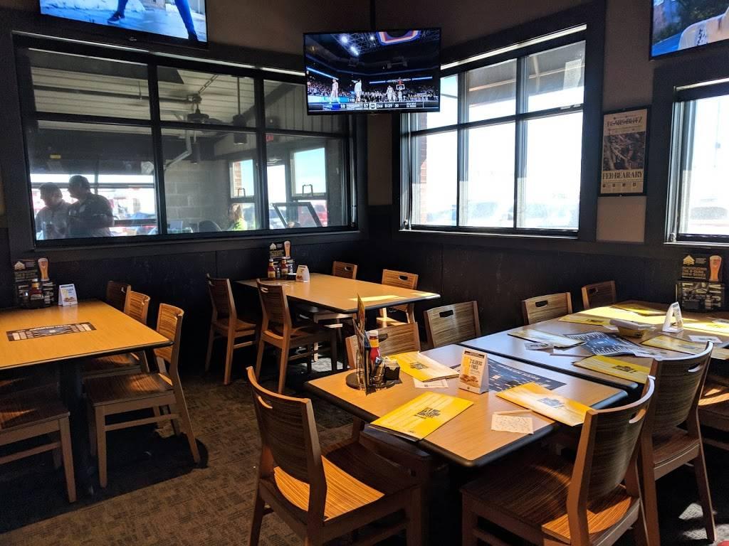 Buffalo Wild Wings | restaurant | 3220 E Empire St, Bloomington, IL 61704, USA | 3096618027 OR +1 309-661-8027