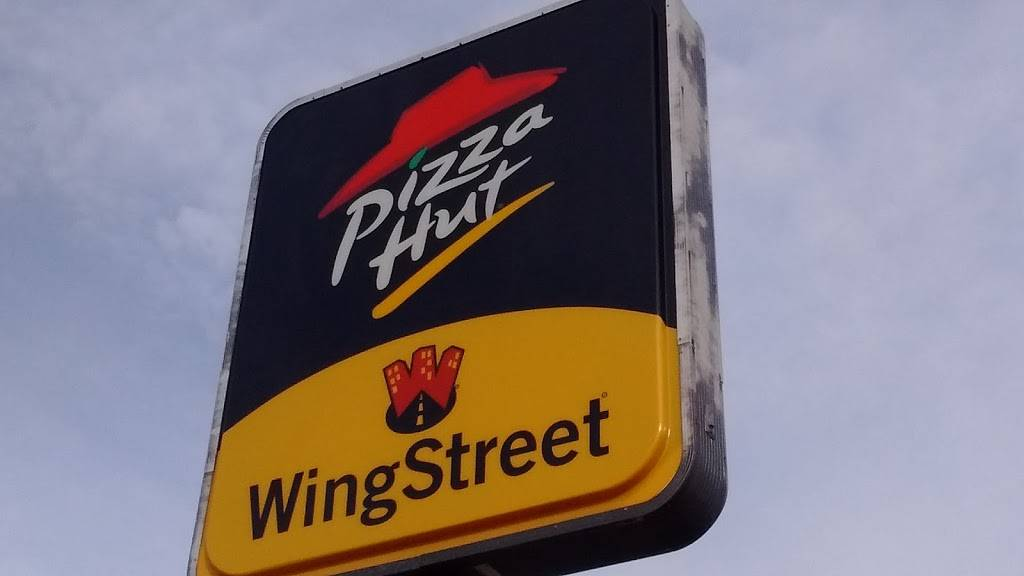 Wing Street | meal takeaway | 1428 W Galena Ave, Freeport, IL 61032, USA | 8152353733 OR +1 815-235-3733