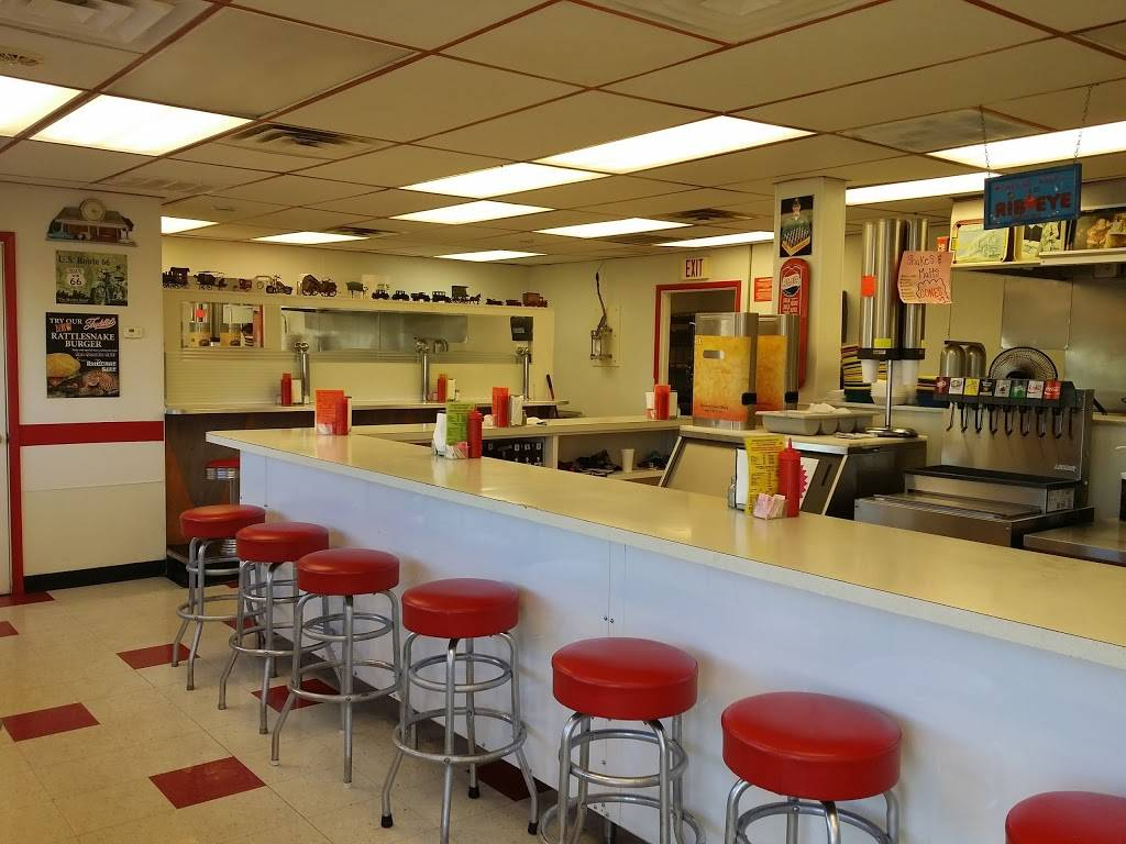 Freddies Hamburgers | restaurant | 9130 E 11th St, Tulsa, OK 74112, USA | 9188365600 OR +1 918-836-5600