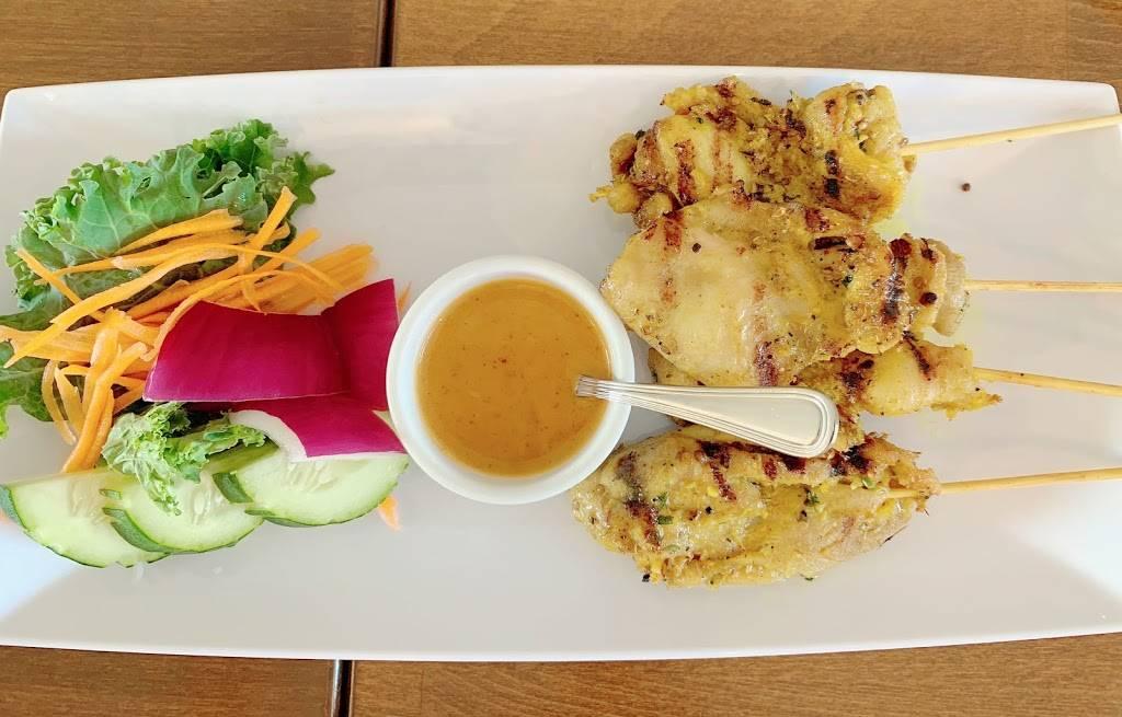 Land of Thai   restaurant   350 E Main St, Clinton, CT 06413, USA   8605524444 OR +1 860-552-4444