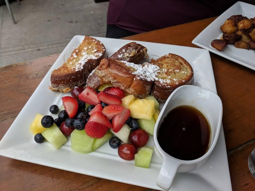 French Roast | restaurant | 2340 Broadway #85, New York, NY 10024, USA | 2127991533 OR +1 212-799-1533