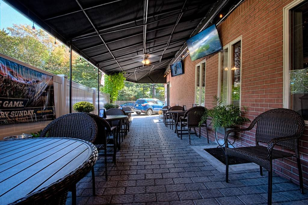 Dinos Bar and Grill | restaurant | 1466 River Rd, Edgewater, NJ 07020, USA | 2012246992 OR +1 201-224-6992
