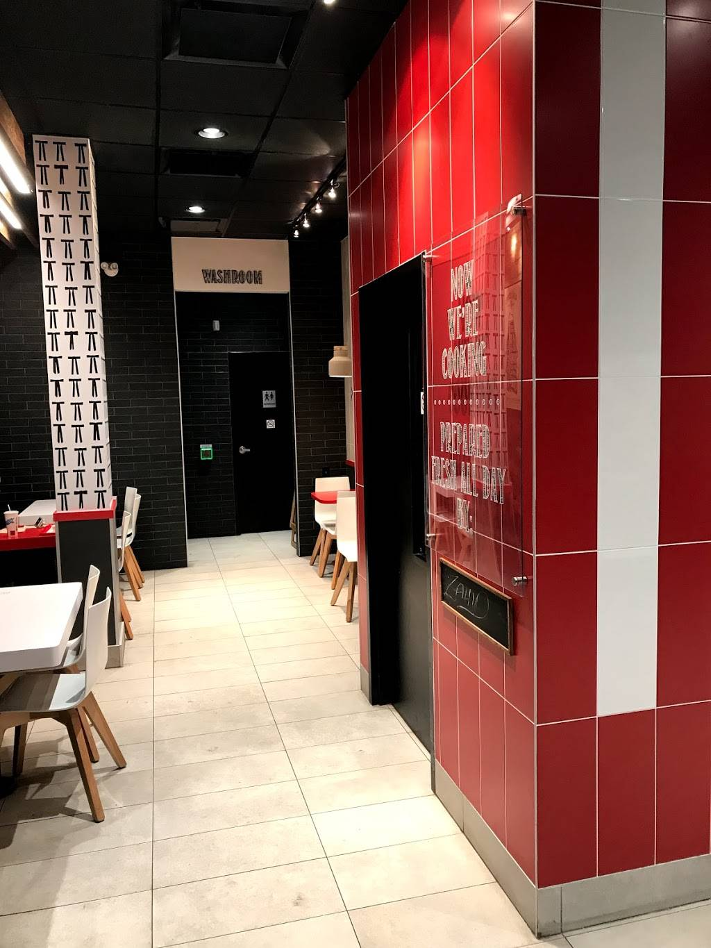 KFC | meal delivery | 330 Dundas St E, Oakville, ON L6H 6Z9, Canada | 2898371157 OR +1 289-837-1157