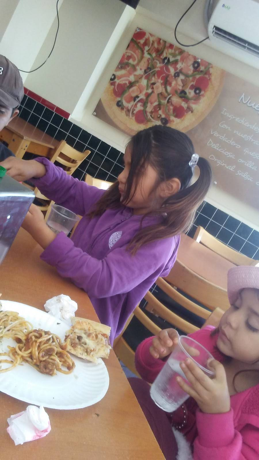 Tooginos Pizza Santa Fé | meal delivery | Boulevard el Rosario 10941, Porticos De San Antonio, 22666 Tijuana, B.C., Mexico | 016649744100 OR +52 664 974 4100