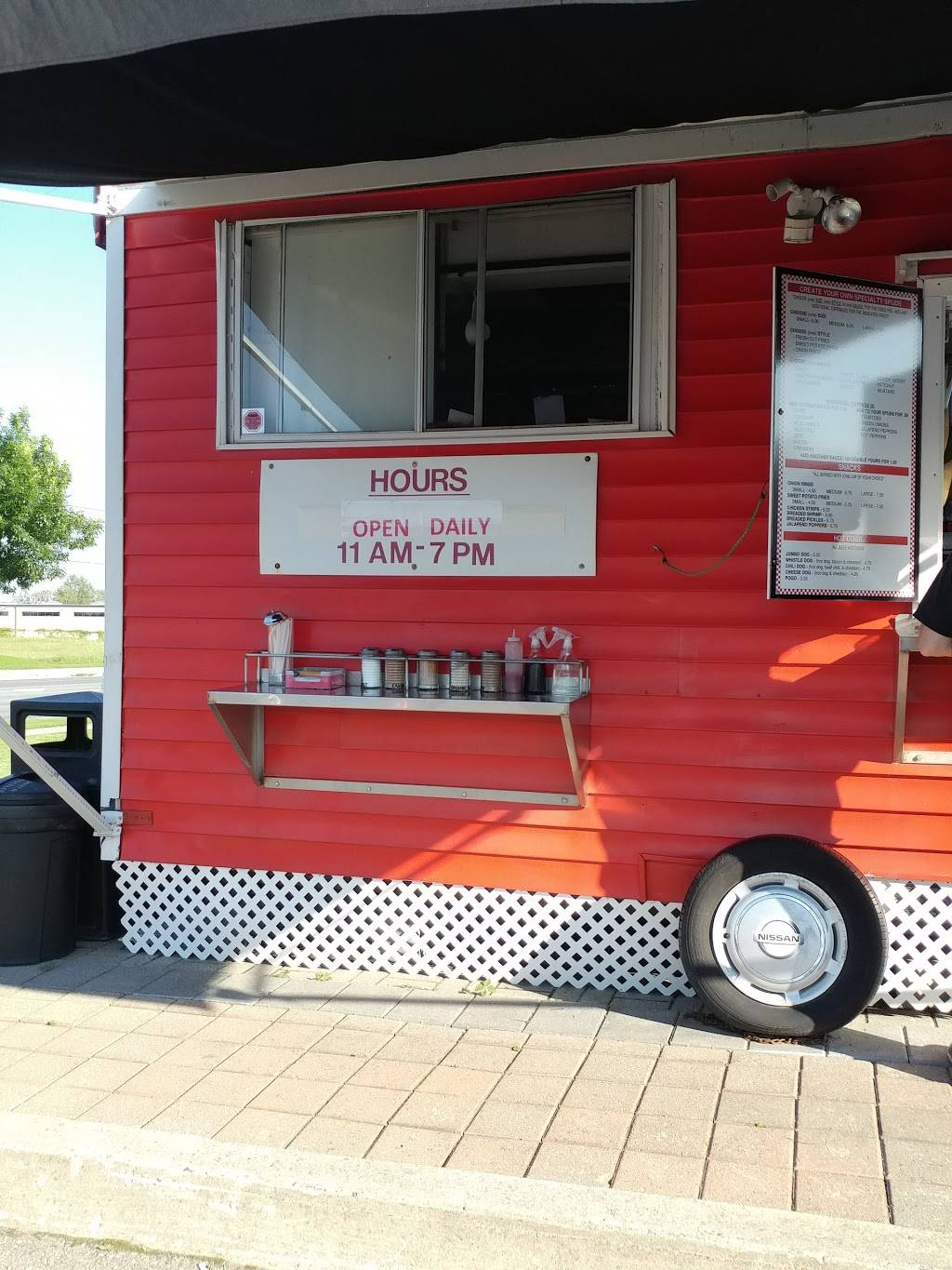 The Mess Poutine Truck | restaurant | 821-831 Division St, Cobourg, ON K9A 5R9, Canada