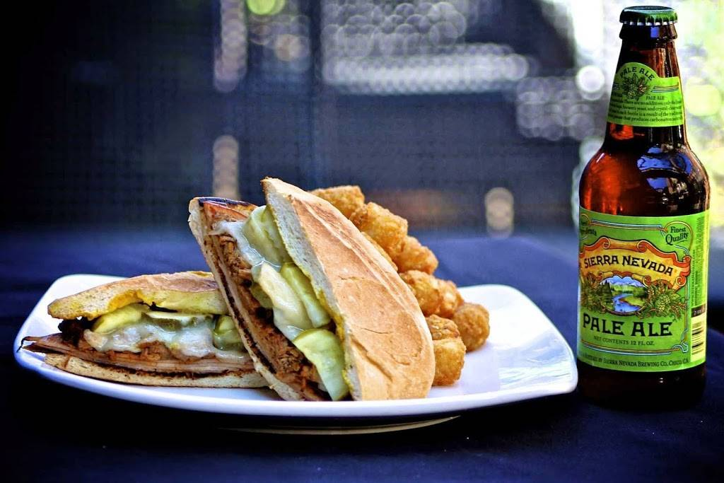 Gaslight Bar & Grille | restaurant | 2450 N Clark St, Chicago, IL 60614, USA | 7739297759 OR +1 773-929-7759