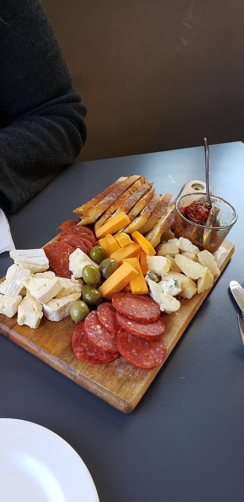 Table 32 Foodbar | restaurant | 32 Stanley St, Ayr, ON N0B 1E0, Canada | 5193943232 OR +1 519-394-3232