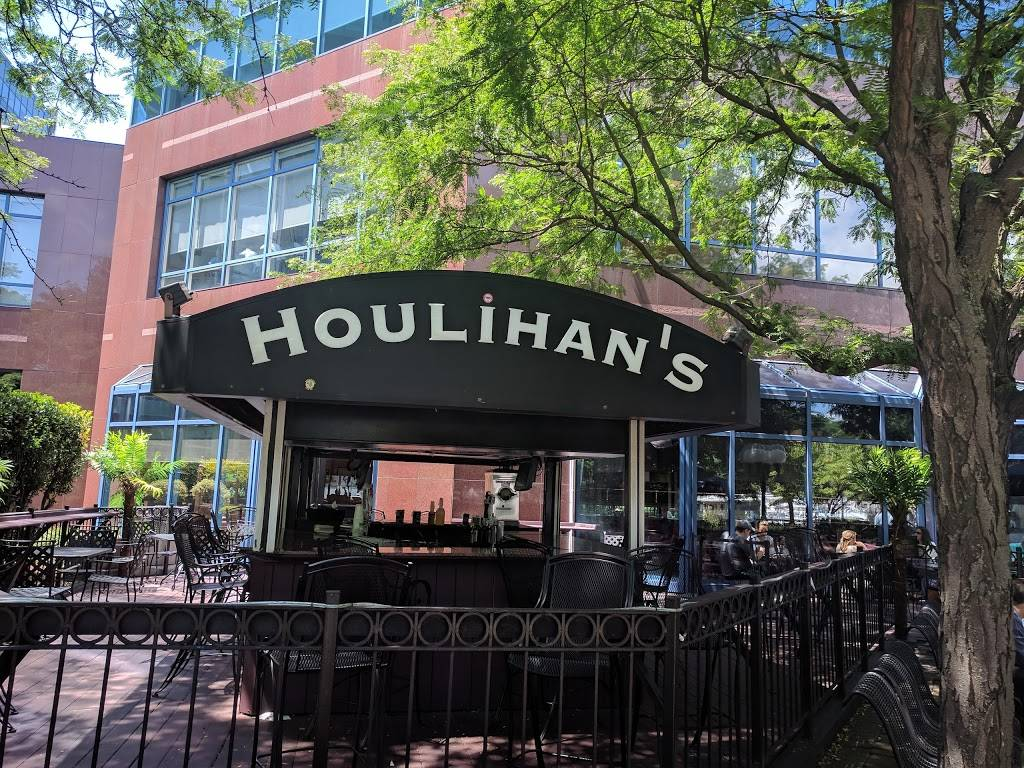 Houlihans | restaurant | 1200 Harbor Blvd, Weehawken, NJ 07086, USA | 2018634000 OR +1 201-863-4000