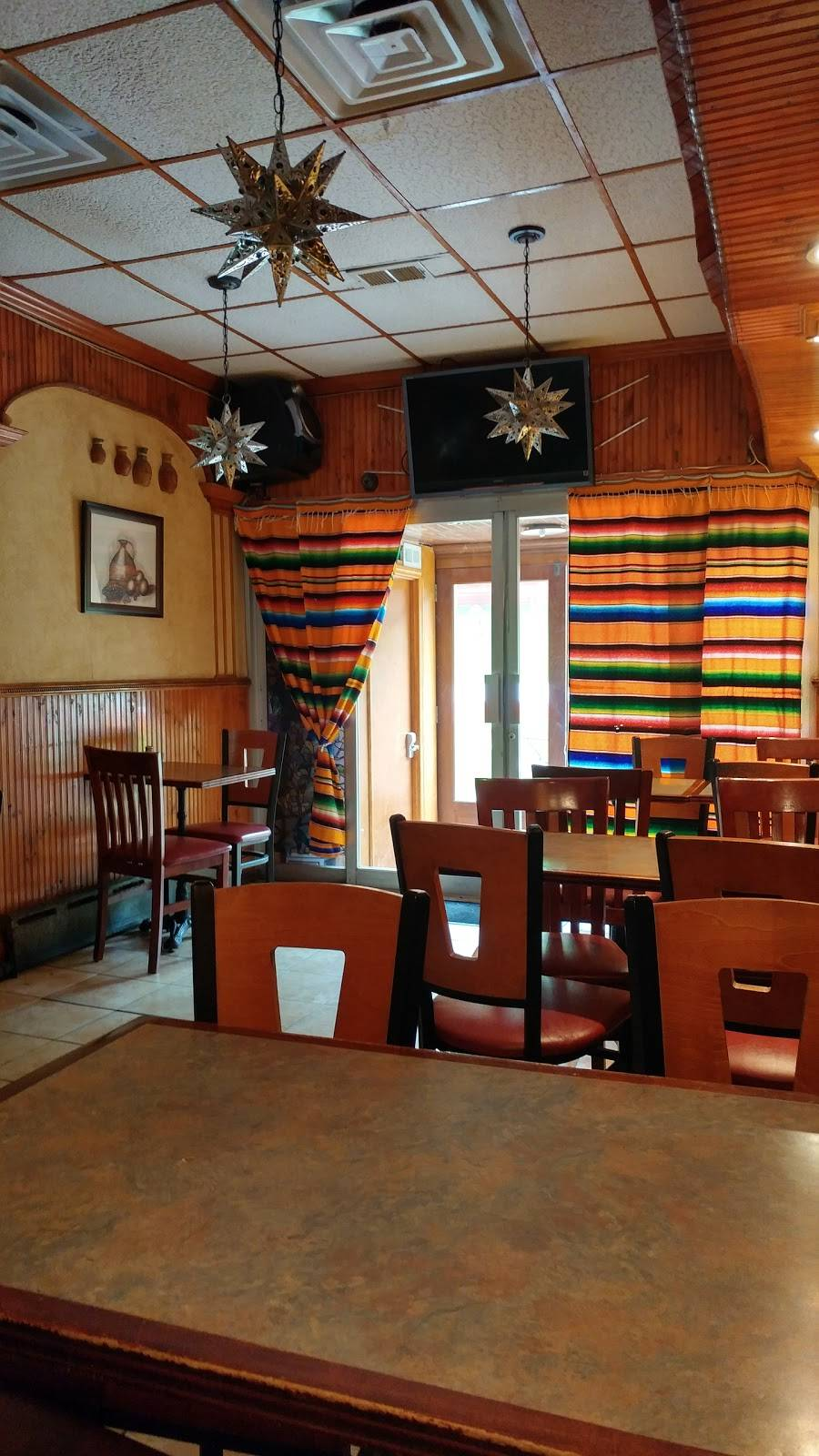Castros | restaurant | 511 Myrtle Ave, Brooklyn, NY 11205, USA | 7183981459 OR +1 718-398-1459