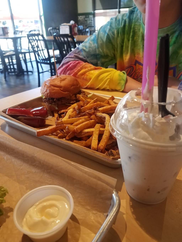 MOOYAH Burgers, Fries & Shakes | restaurant | 2706 S, Cabelas Pkwy Ste 140 Ste 140, Gonzales, LA 70737, USA | 2256478604 OR +1 225-647-8604