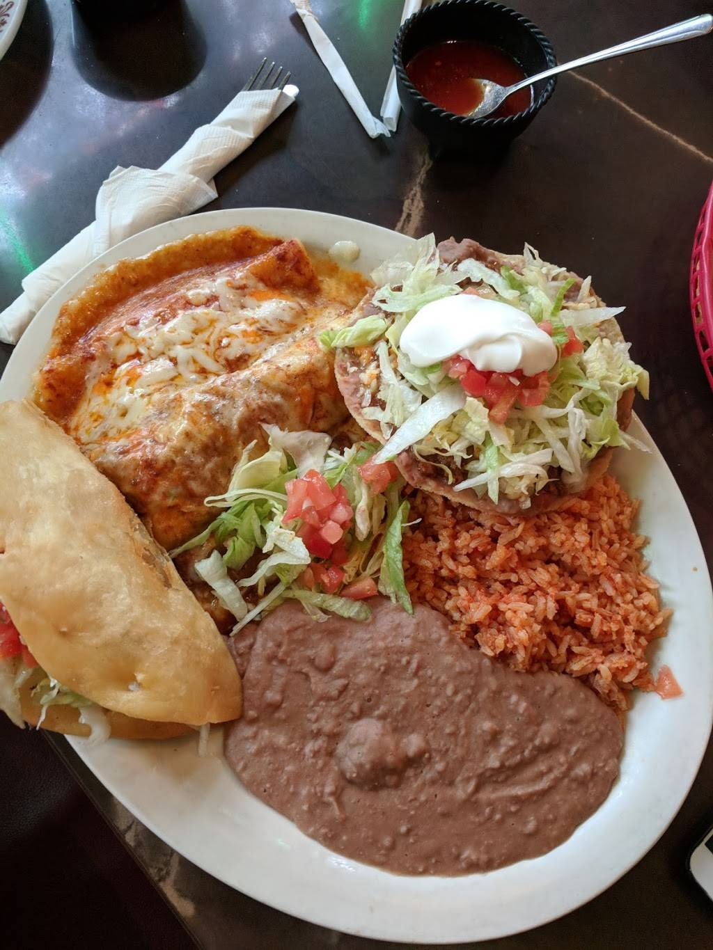 La Hacienda | restaurant | 20355 Van Born Rd, Taylor, MI 48180, USA | 3135626420 OR +1 313-562-6420