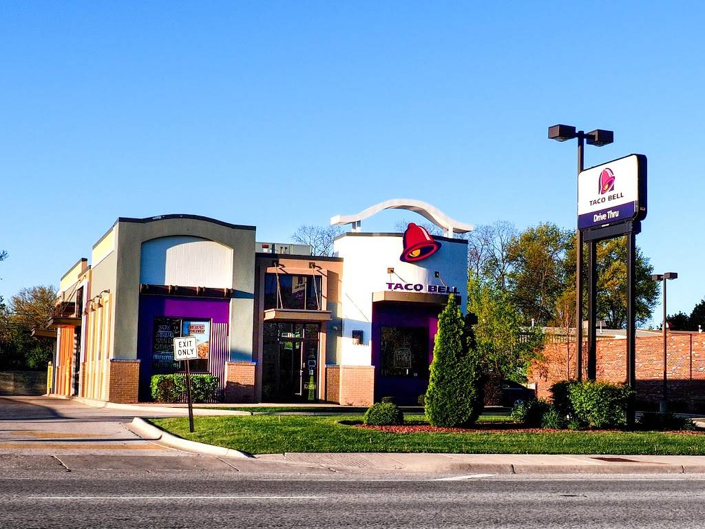 Taco Bell | meal takeaway | 13 West Ogden Avenue, Westmont, IL 60559, USA | 6309647738 OR +1 630-964-7738