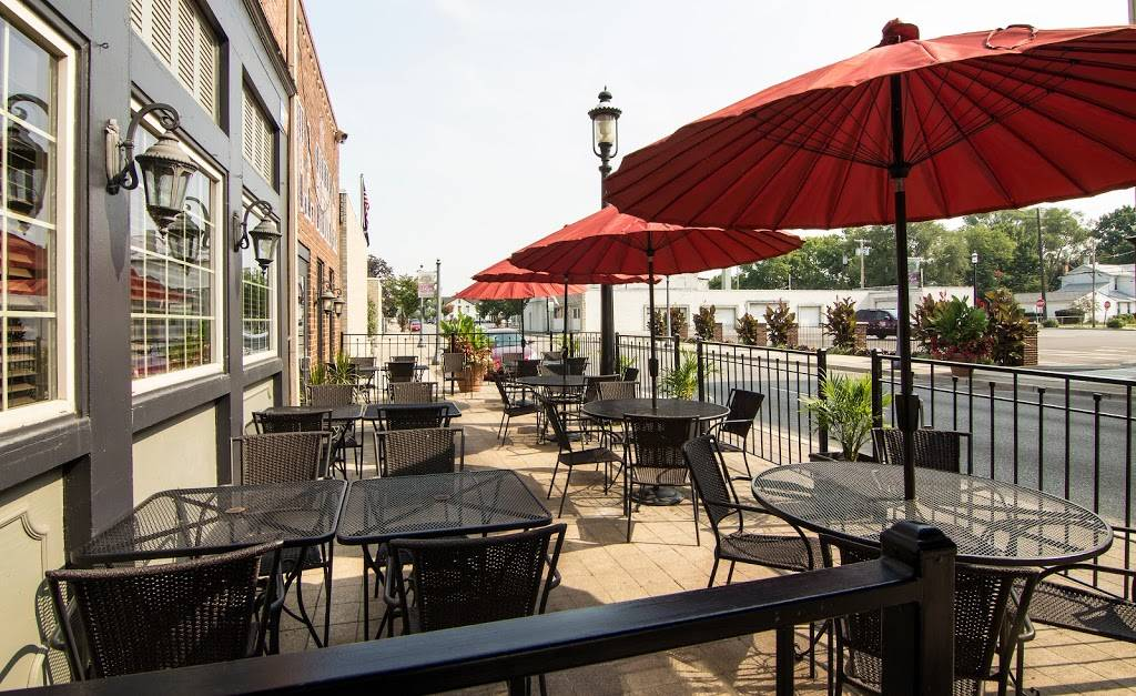 Bullwinkles Top Hat Bistro | restaurant | 19 N Main St, Miamisburg, OH 45342, USA | 9378597677 OR +1 937-859-7677