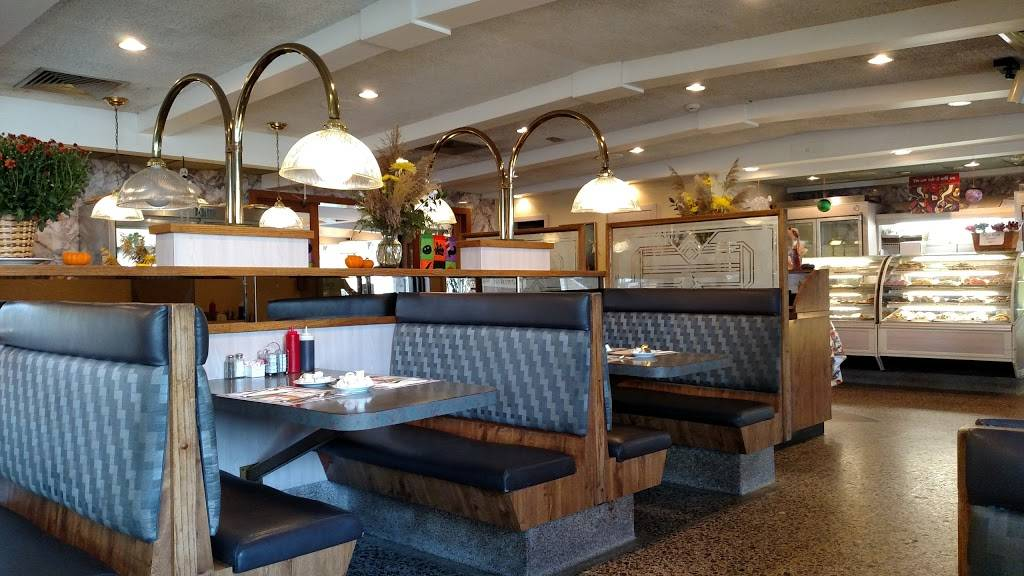 Country Squire Diner Restaurant & Bakery | bakery | 2560 West Chester Pike, Broomall, PA 19008, USA | 6103530550 OR +1 610-353-0550