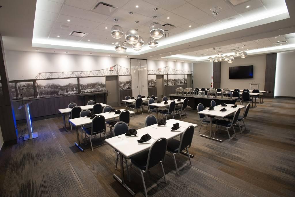 Dave Buster S Restaurant 274 Woodbridge Center Dr