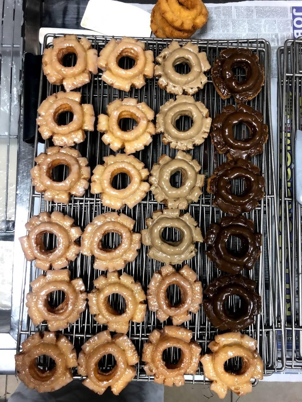 Lucky's Donuts & Ice Cream | bakery | 150 E Stetson Ave, Hemet, CA 92543, USA | 9517833305 OR +1 951-783-3305