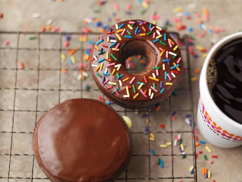Dunkin Donuts | cafe | 18100 Village Mart Dr, Olney, MD 20832, USA | 3015702410 OR +1 301-570-2410