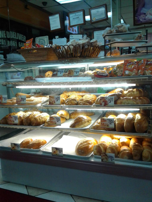 El Carretero | bakery | 7412 Bergenline Ave, North Bergen, NJ 07047, USA | 2018616461 OR +1 201-861-6461