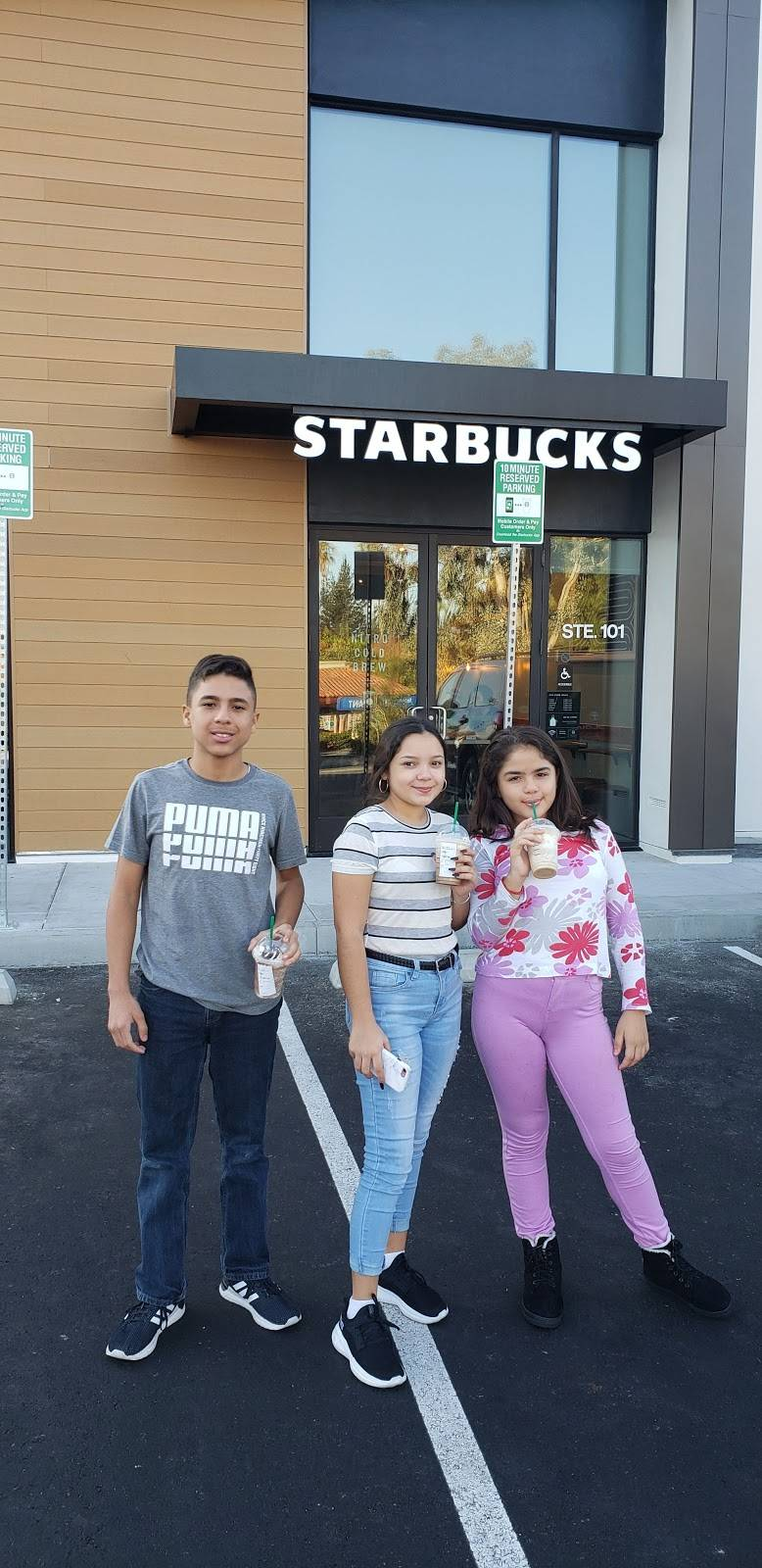 Starbucks | cafe | 4749 Calle Real, Santa Barbara, CA 93111, USA | 8056813272 OR +1 805-681-3272