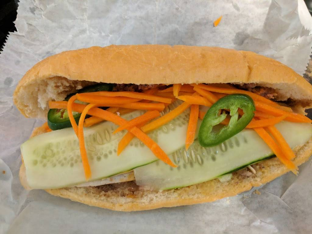 Pho Le's Noodles & Sandwiches | restaurant | 6540 E Central Ave, Wichita, KS 67206, USA | 3162952883 OR +1 316-295-2883