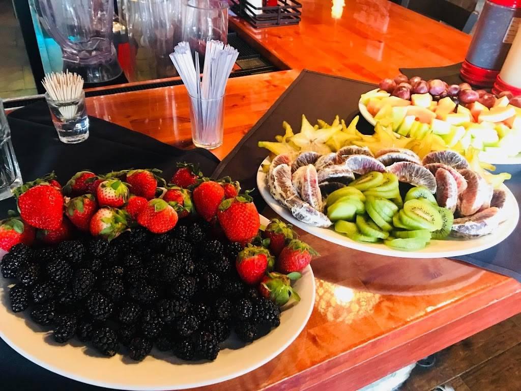 On the Rocks | restaurant | 134 Maple St, Wyandotte, MI 48192, USA | 7347209731 OR +1 734-720-9731
