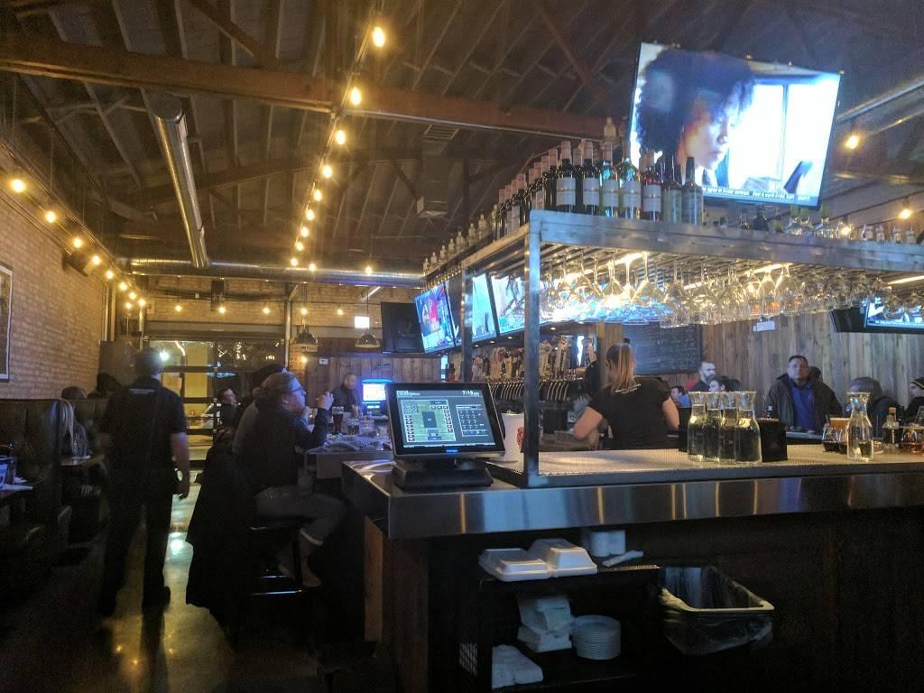 Bulldog Ale House | restaurant | 6606 N Sheridan Rd, Chicago, IL 60626, USA | 7732749331 OR +1 773-274-9331