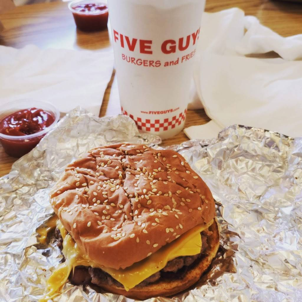 Five Guys | meal takeaway | 1333 Bay Area Blvd #300, Webster, TX 77598, USA | 2813321300 OR +1 281-332-1300