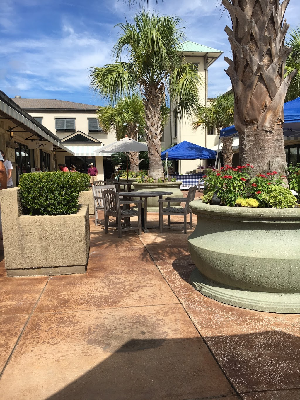 The Shops at Sea Pines Center | shopping mall | 71 Lighthouse Rd, Hilton Head Island, SC 29928, USA | 8433635699 OR +1 843-363-5699
