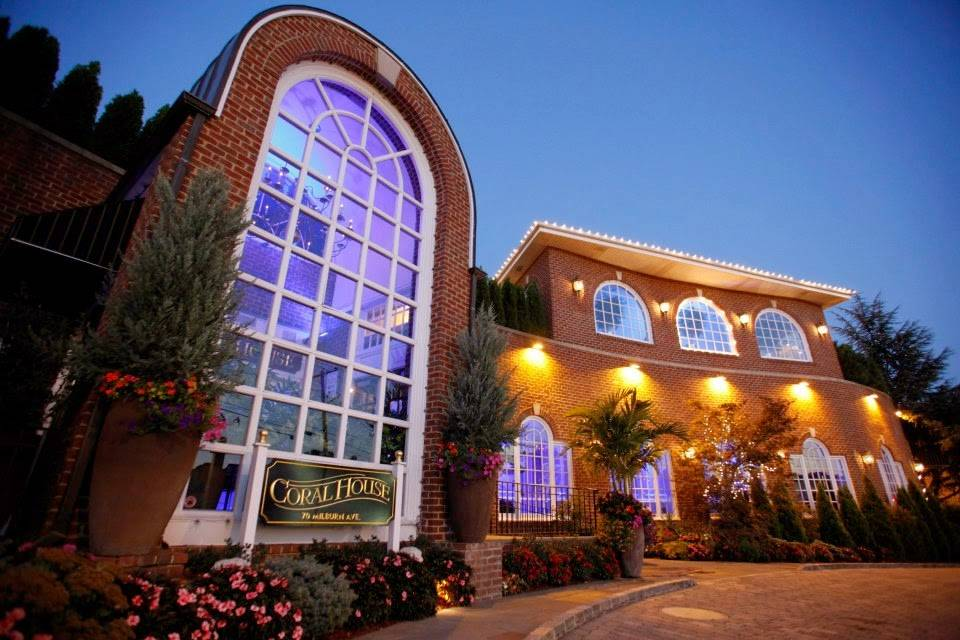 Coral House | restaurant | 70 Milburn Ave, Baldwin, NY 11510, USA | 5162236500 OR +1 516-223-6500