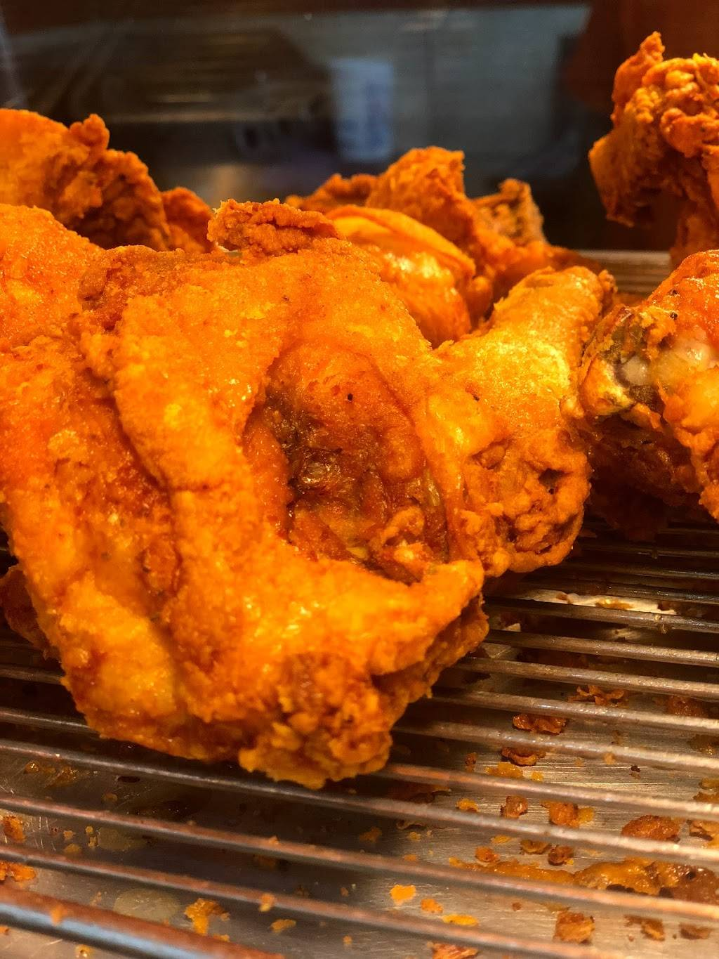 Dallas Chicken & Biscuits | meal takeaway | 2027 Lexington Ave, New York, NY 10035, USA | 9172615452 OR +1 917-261-5452